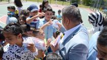 Başkan Sunar, çocuklara arefelik dağıttı