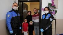 Erzurum Polisi 23 Nisan çocuklarına sürpriz yaptı