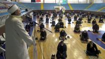 Erzurumlular, spor salonlarında Cuma namazı kıldı